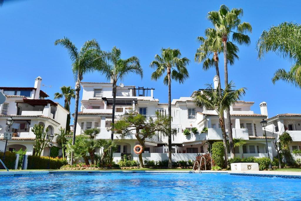 Best Price On Naranjos De Marbella Apartments Serinamar In
