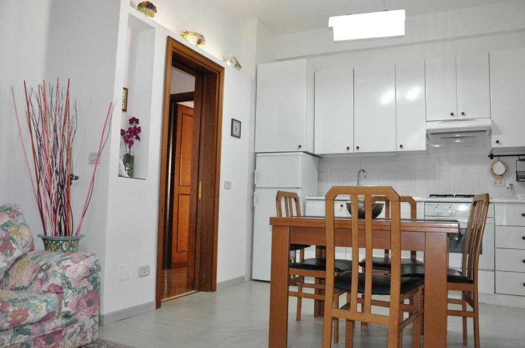 Dining room/area Lovely Big  & Comfortable Metro Cornelia apt  Rome