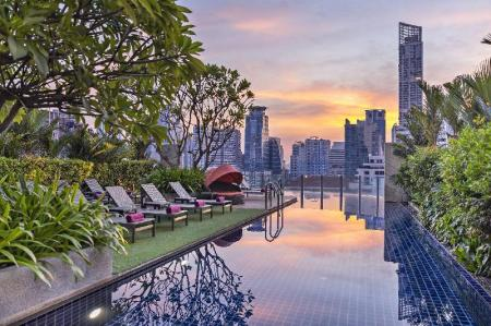 Swimming pool [outdoor] Aloft Bangkok Sukhumvit 11