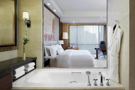 Deluxe Room, Guest room, 1 King, City view - ห้องน้ำ เดอะ เวสทิน อู๋ฮั่น อู๋ฉาง (The Westin Wuhan Wuchang)