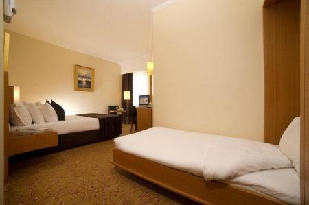 1 Double Bed and 1 Single bed - Bed Best Western Plus The President Hotel