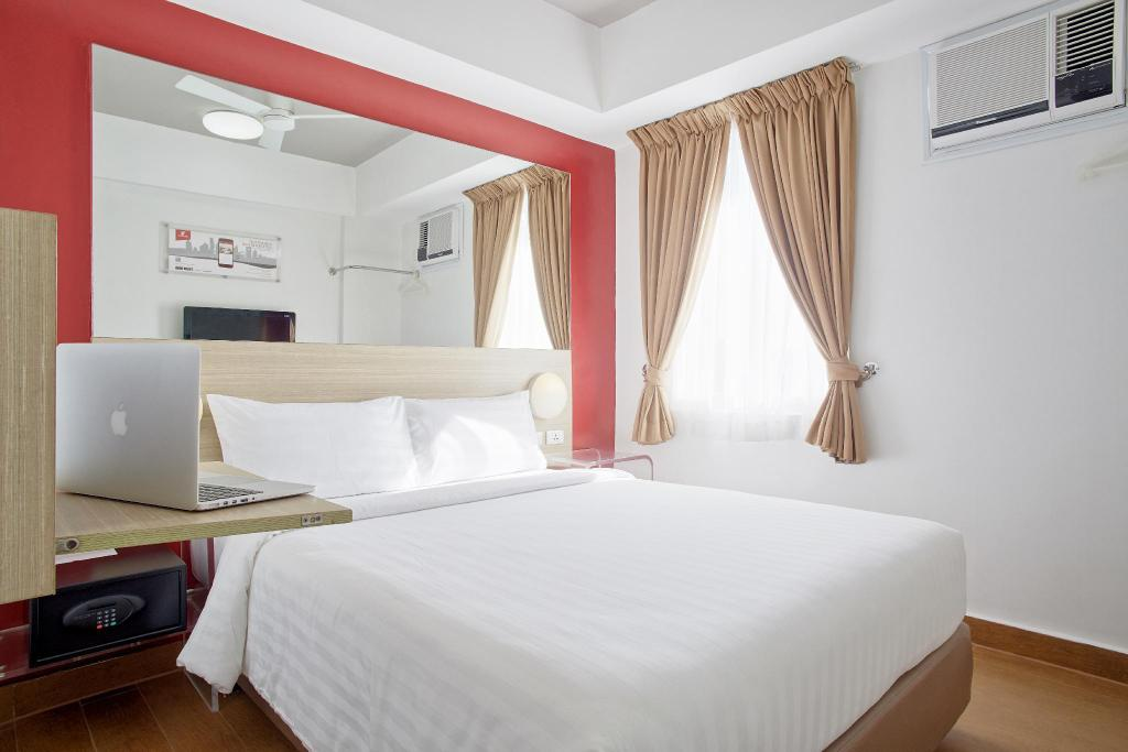 Double Room - Bed Red Planet Makati