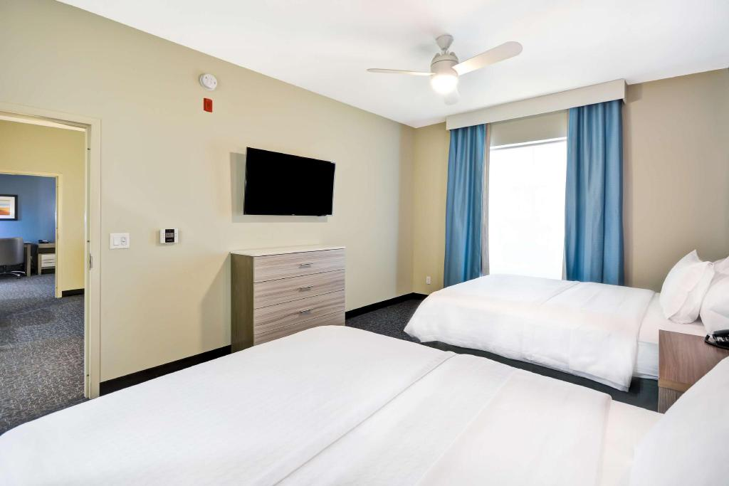 1 King or 2 Queen Hearing Mobility Accessible Tub 2 Bedroom - Guestroom Homewood Suites by Hilton Orlando Theme Parks