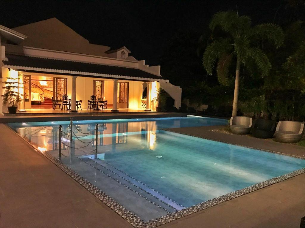 Swimming pool [outdoor] Avenue Suites
