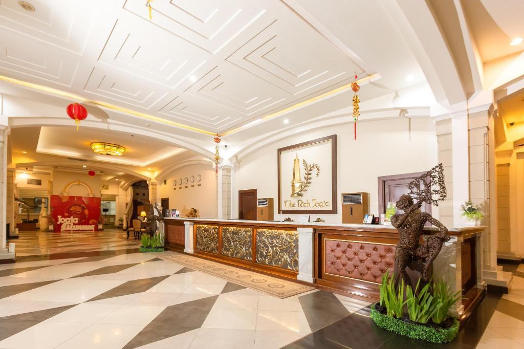Lobby The Rich Jogja Hotel