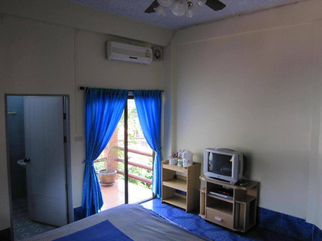 Standard Accessible King Bed Krachang Yai Guesthouse