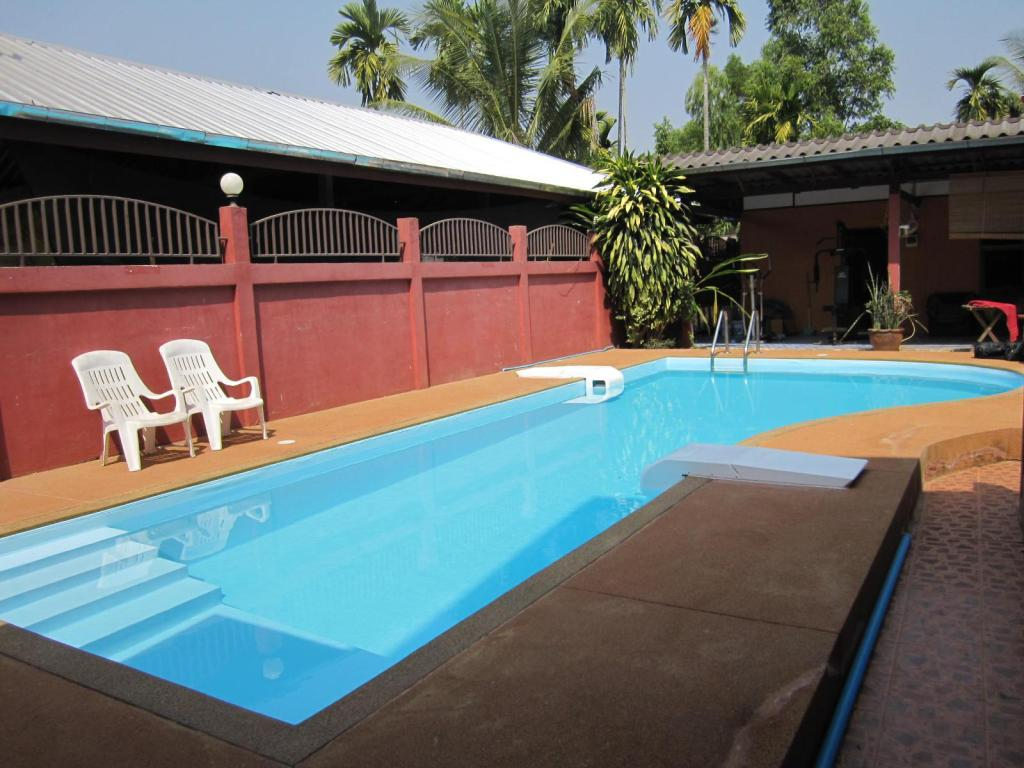 Swimming pool Krachang Yai Guesthouse
