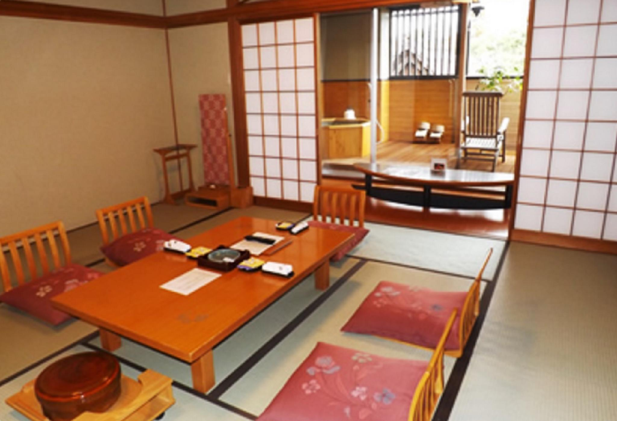 和室(6名・露天風呂あり) (Japanese Style Room for 6 People with Open-Air Bath)