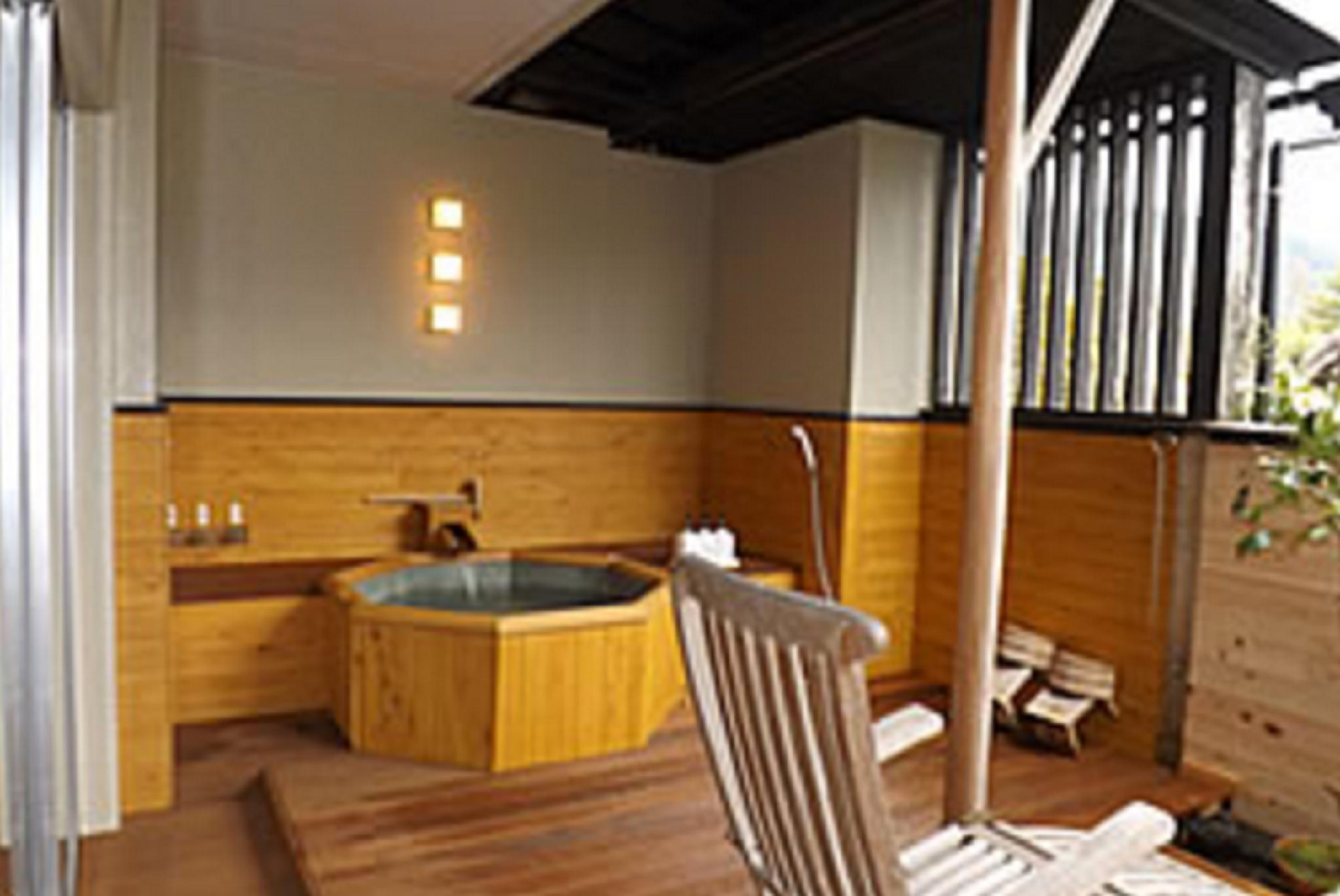 和室(5名・露天風呂あり) (Japanese Style Room for 5 People with Open-Air Bath)