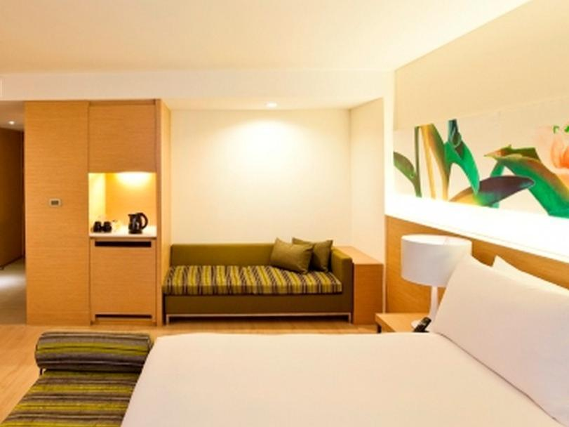 GLOW Deluxe Corner Weekday Stay