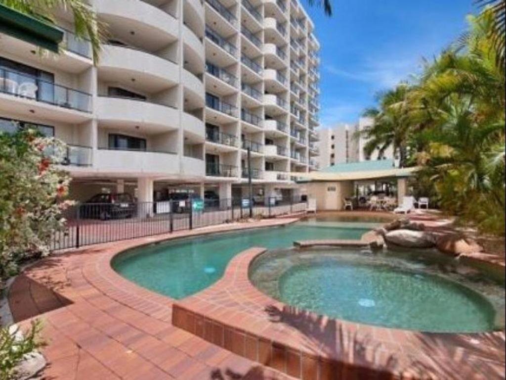 Swimming pool Quest Townsville Apartment