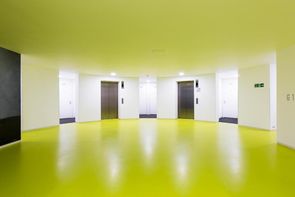 Hallway/Corridor/Stairway Birmingham Serviced Apartment- The Rotunda