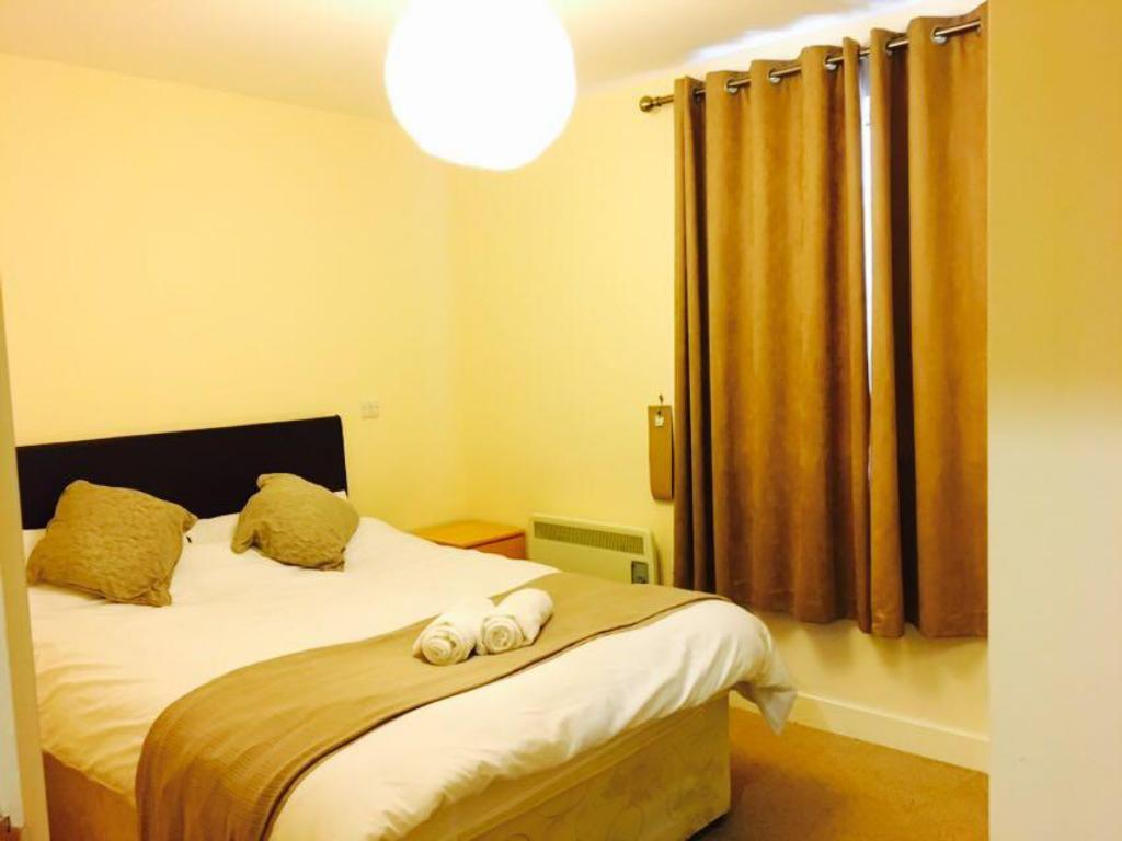 Standard 1 Bed Apartment - Bed Birmingham Serviced Apartment- Canal Warf