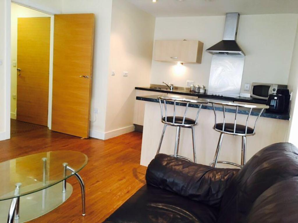 Kitchen Birmingham Serviced Apartment- Canal Warf