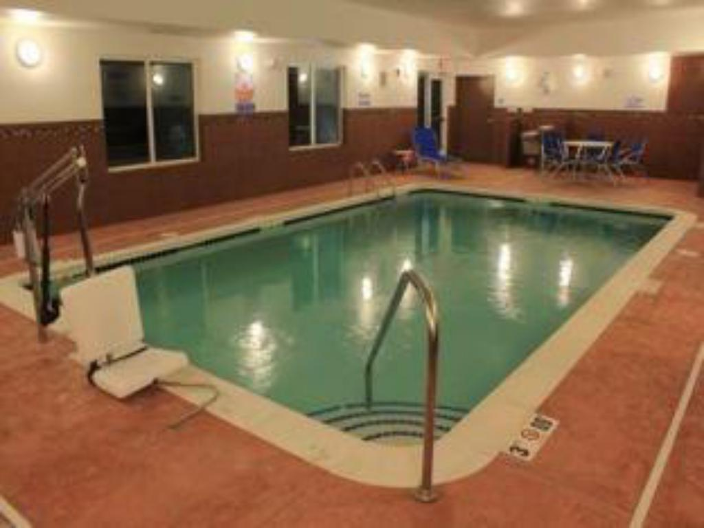 Плувен басейн Holiday Inn Express & Suites Belle Vernon