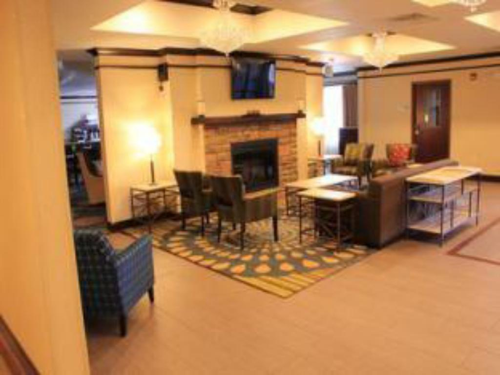 Лоби Holiday Inn Express & Suites Belle Vernon