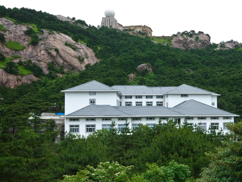 More about Huangshan Baiyun Hotel