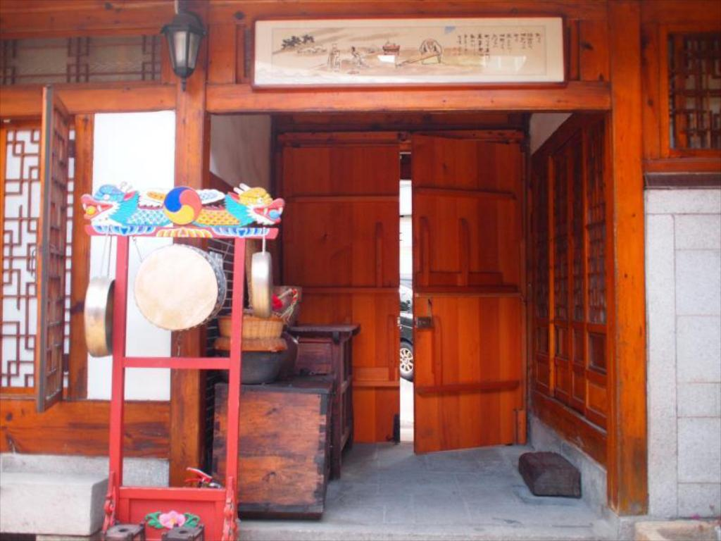 يوجينز هانوك كالتشر سينتر دونجديمون (Eugene's Hanok Culture Center Dongdaemun)