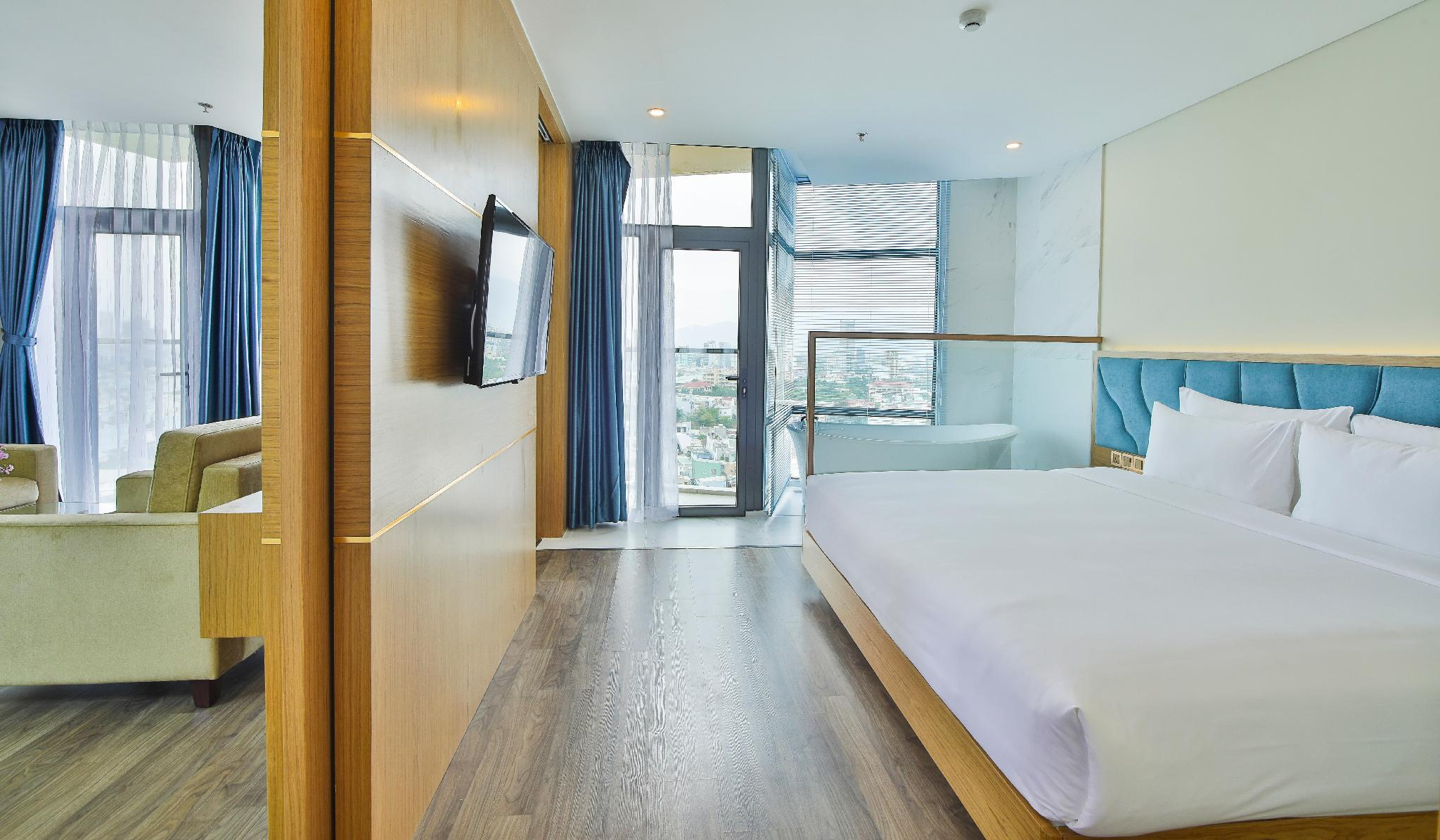 Executive Suite Family Sea View