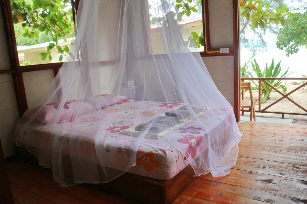 Sea View Chalet - Bed