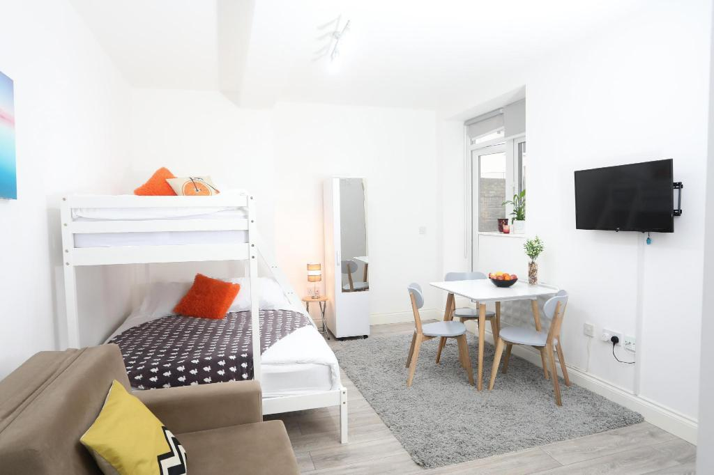 Hotelli interjöör NEW Stunning Euston Garden Studio Sleeps 4
