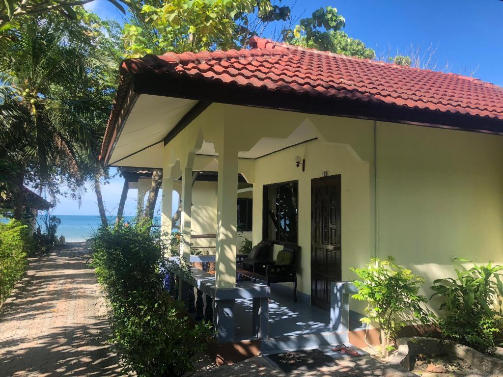 Pen's Bungalow Resort (Koh Phangan) - Deals, Photos & Reviews