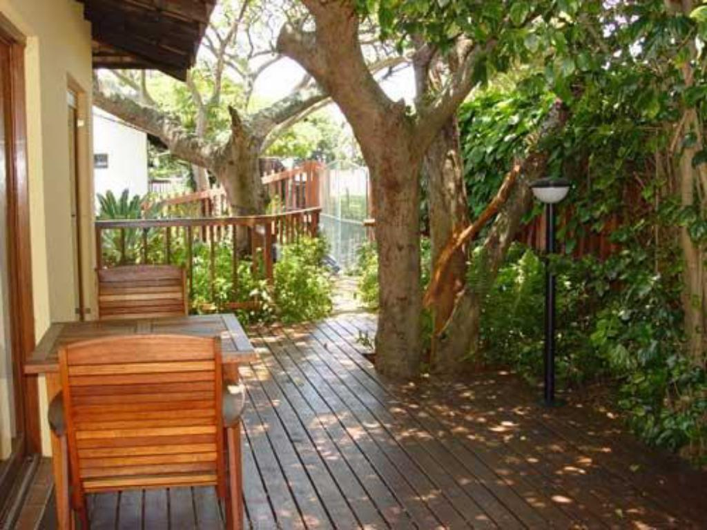 מרפסת Umbrella Tree Bed and Breakfast