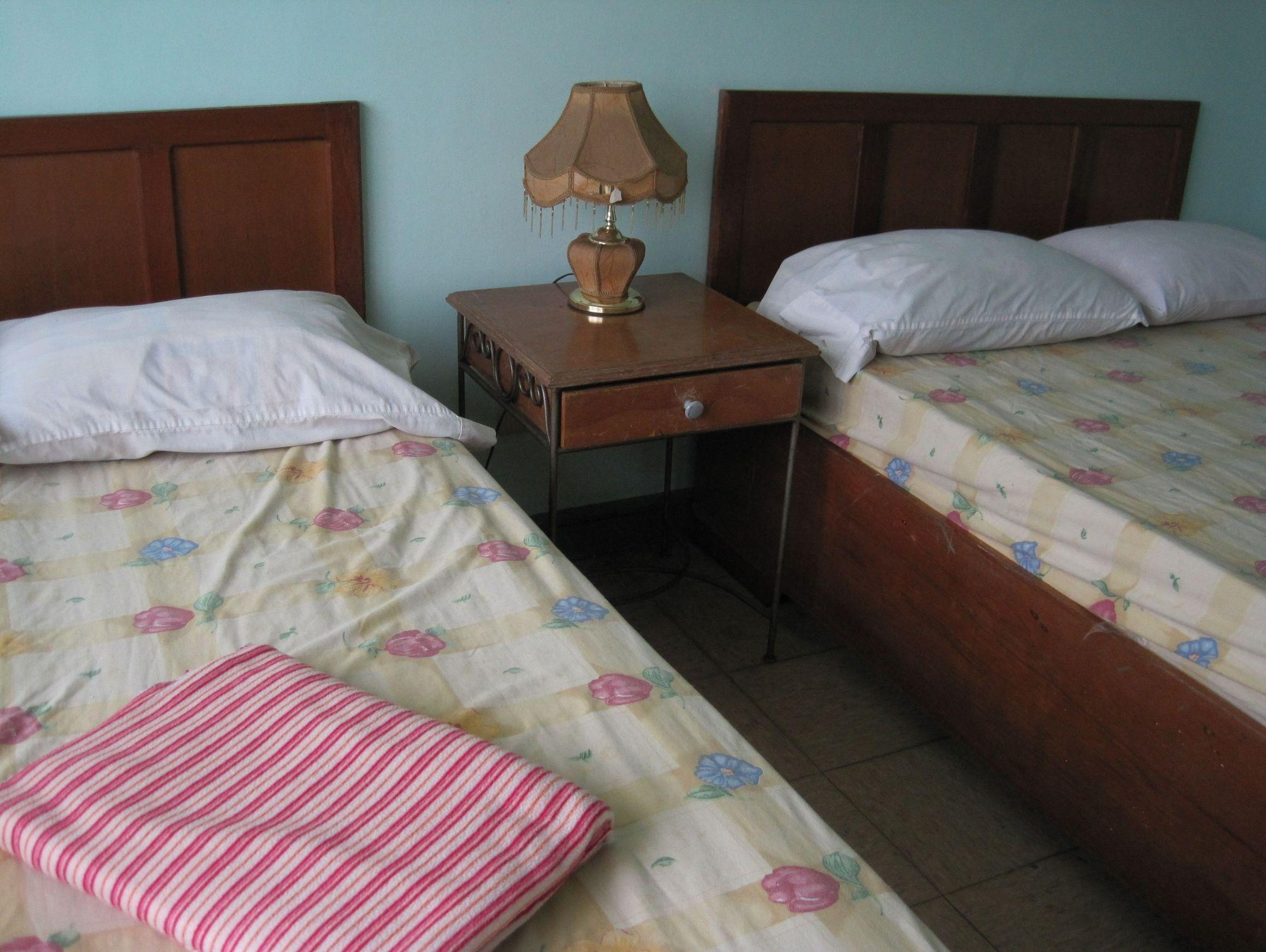 Habitació d'hotel per a 6 persones (Hotel Room for 6 Persons)