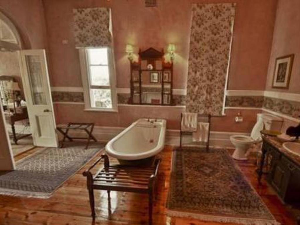 Luxury King Bed - Bathroom Hacklewood Hill Country House