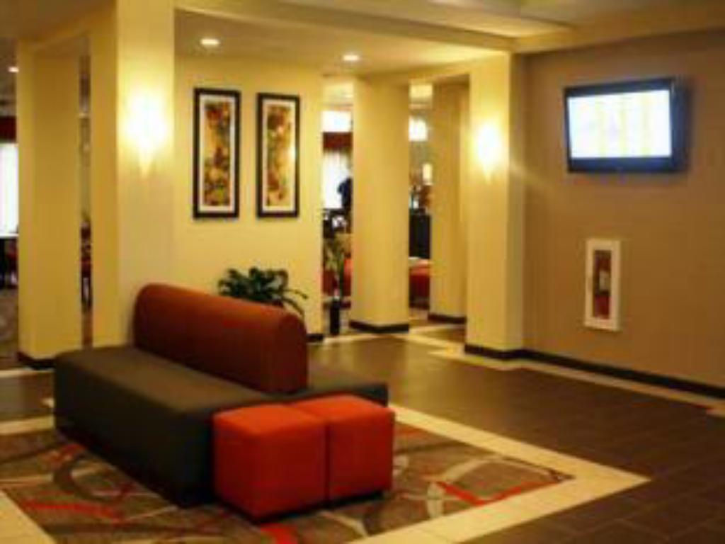 Lobby Holiday Inn Express and Suites - Bradford
