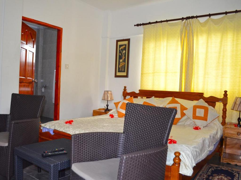 One Bed Apartment - Guestroom Rowsvilla Self Catering Guest-House
