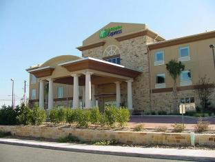 Holiday Inn Express & Suites Fredericksburg