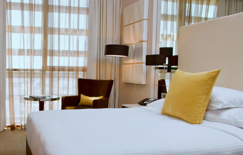 Classic Queen Room - Bedroom Centro Al Manhal Hotel by Rotana