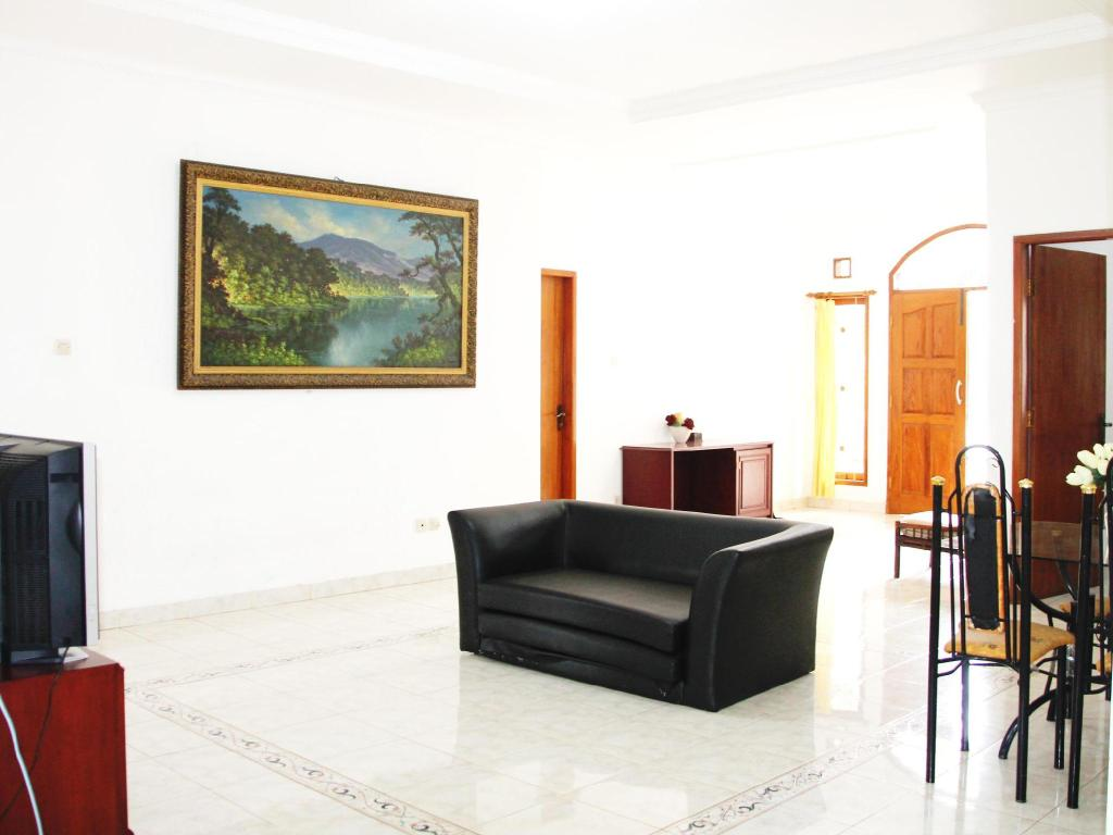Interior view De Nuansa Dago Villa by HouseinBandung