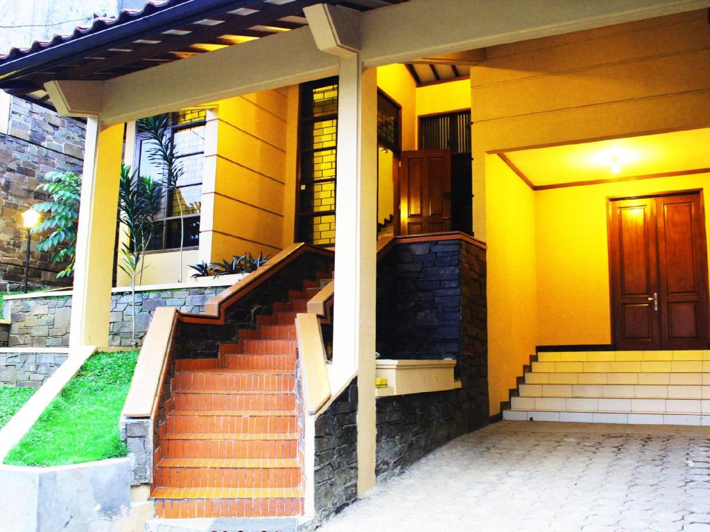 More About De Orange Pasteur Guest House