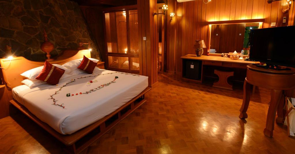 Ayeyarwaddy River View Suite - Bed