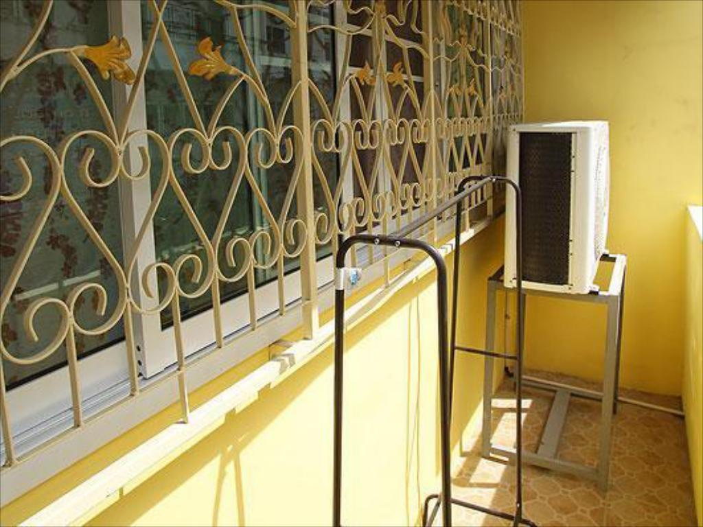 Balkon Yellow House