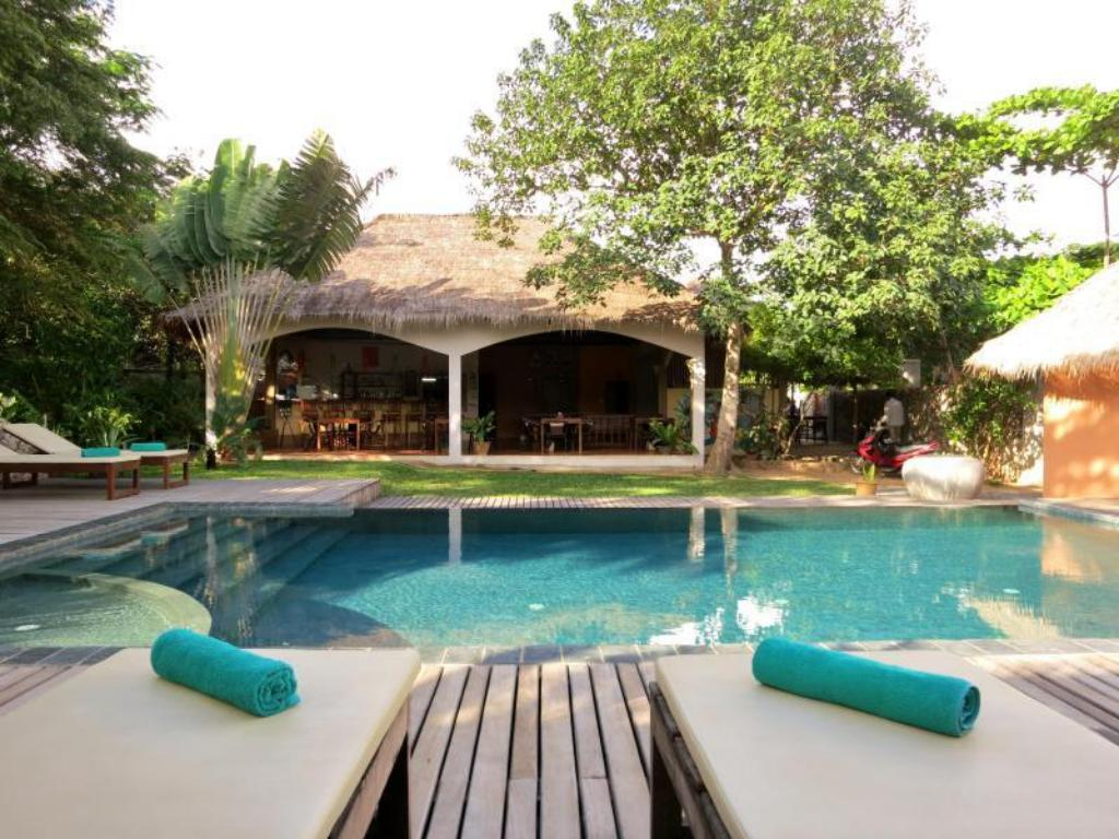 Swimming pool Botanica Guest House