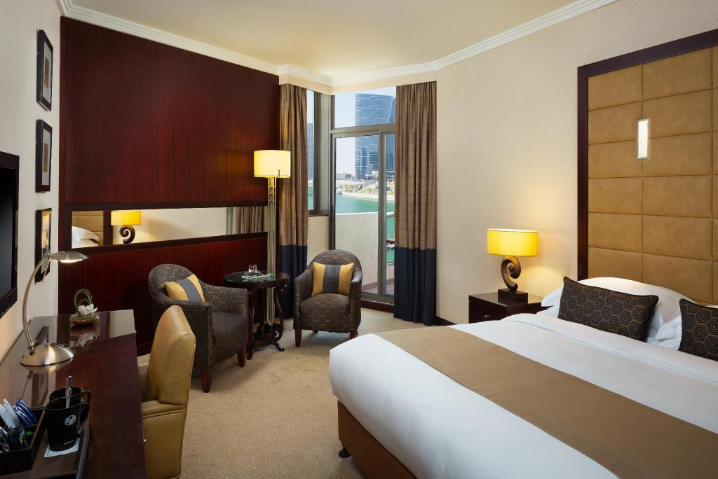 Klassiek Kingsize Bed - Bed Beach Rotana Hotel