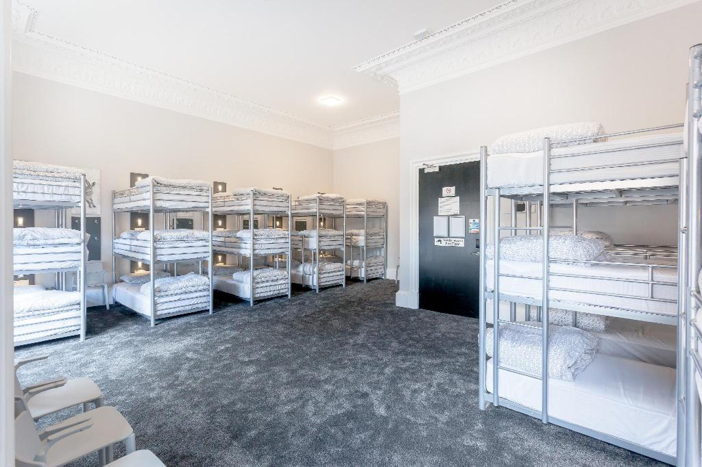 1 Person in 24-Bed Dormitory - Mixed - Room plan West End Hostel