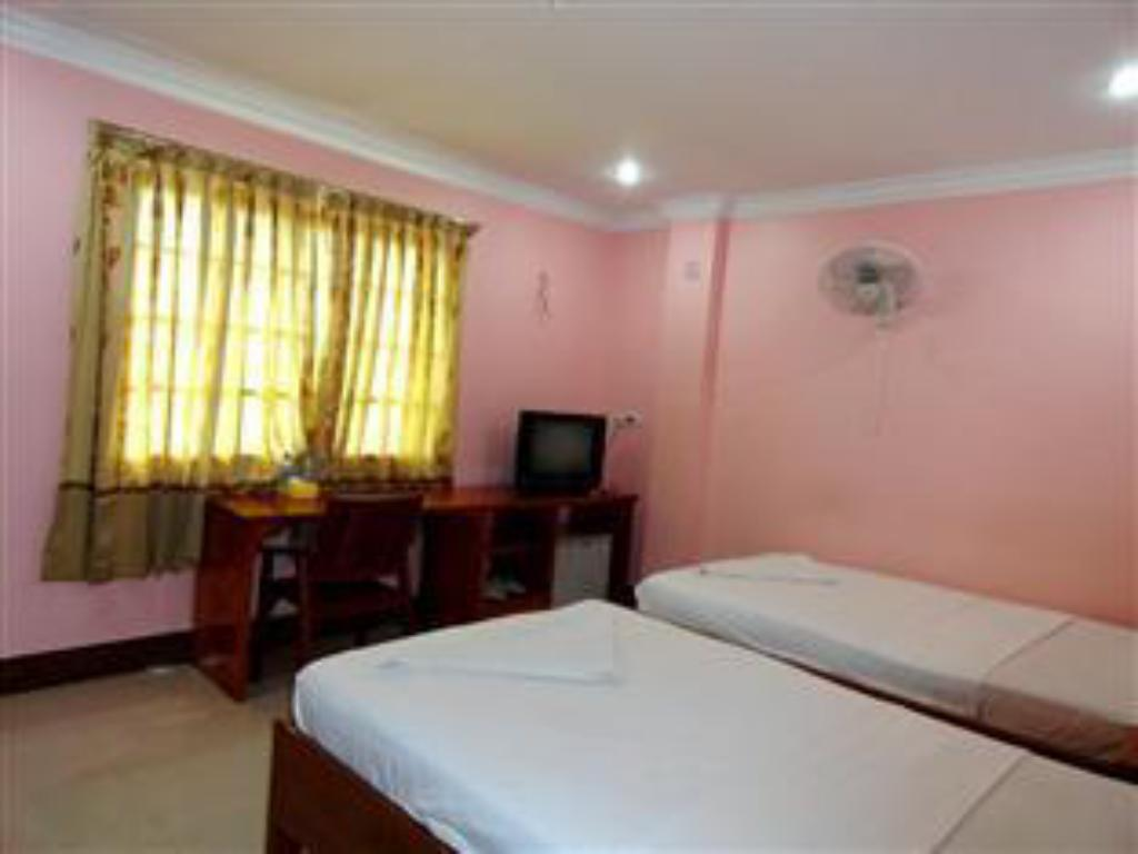 Long Thai Ly Guesthouse in Phnom Penh - Room Deals, Photos