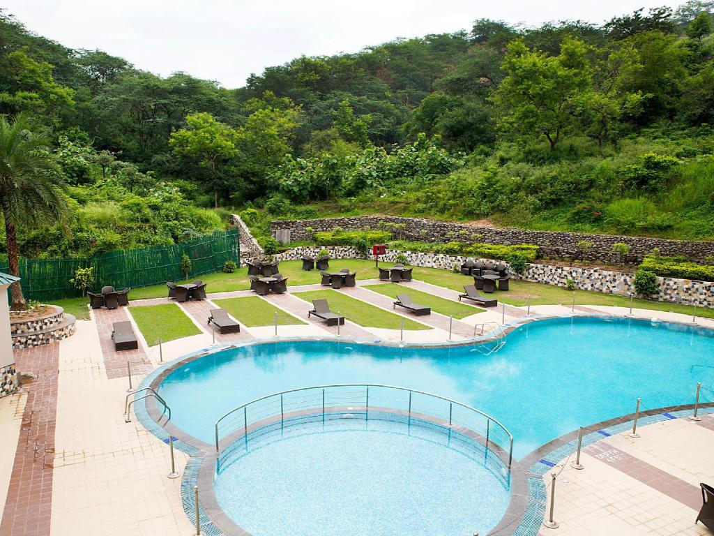 Golden tulip chandigarh panchkula in india room deals - Chandigarh hotel with swimming pool ...