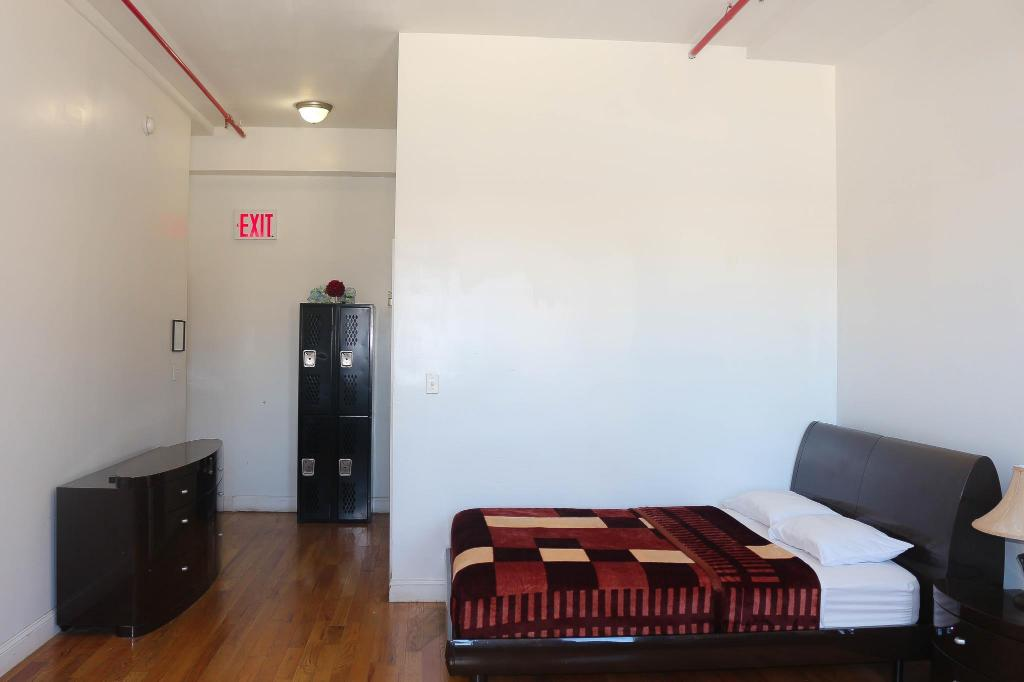 3 Bed Private Room NY Moore Hostel