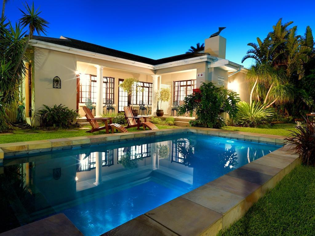 Swimming pool Beachwalk Bed and Breakfast