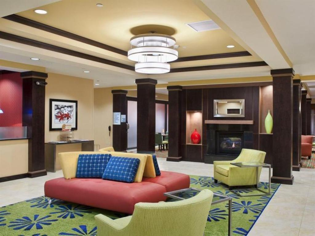 Lobby Holiday Inn Express Hotel and Suites Dayton South I 675