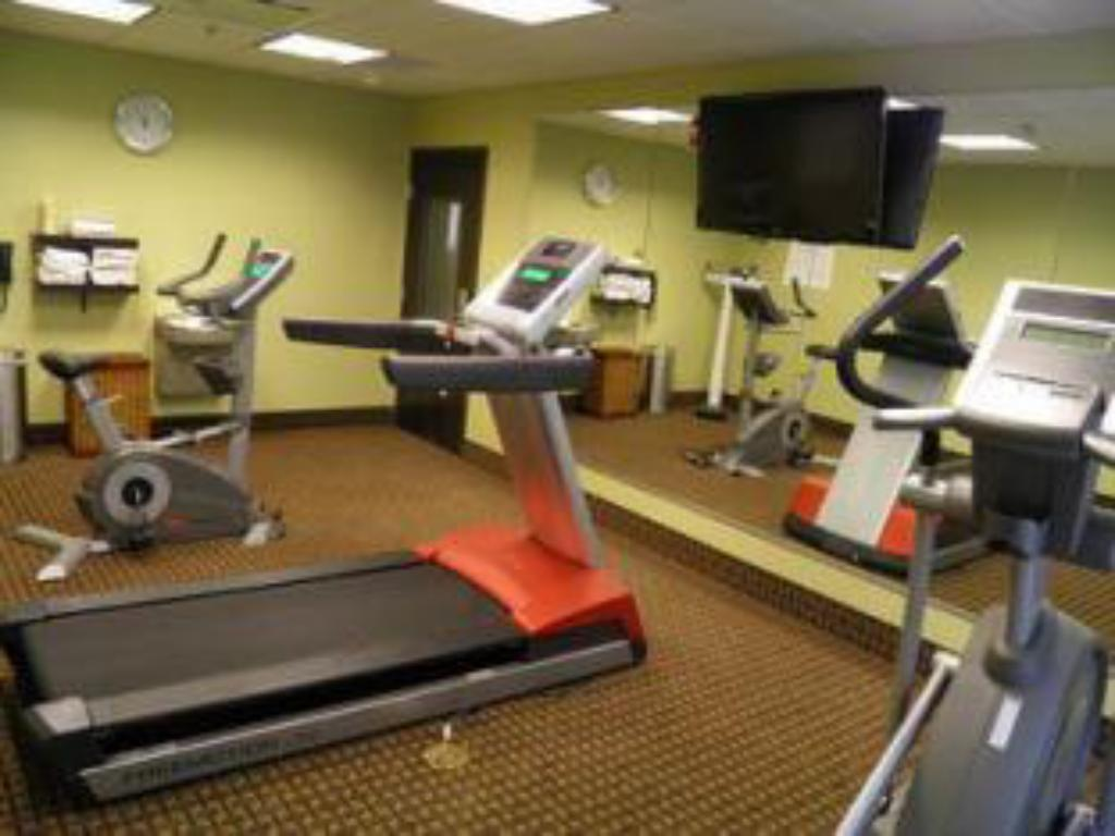 Fitness center Holiday Inn Express & Suites Overland Park