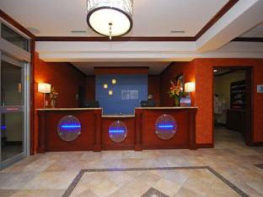 Vestíbulo Holiday Inn Express & Suites Gonzales