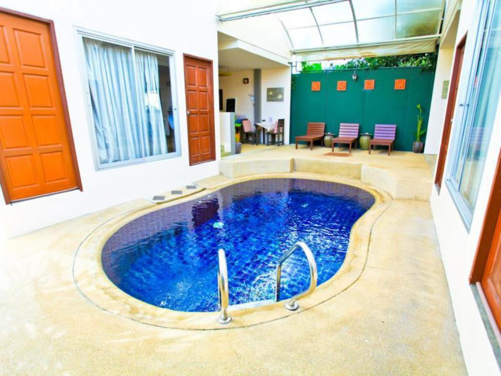 Swimming pool Boondaree Home Resort