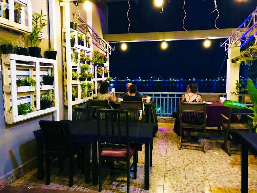 Tonle Khmer Guesthouse & Skybar