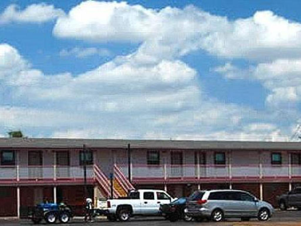 Exterior view American Inn & Suites Childress